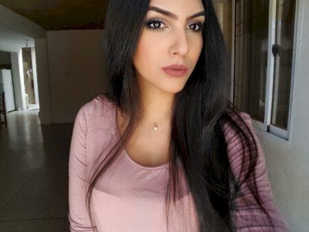 Passez un plan baise sans lendemain avec une femme d'origine arabe